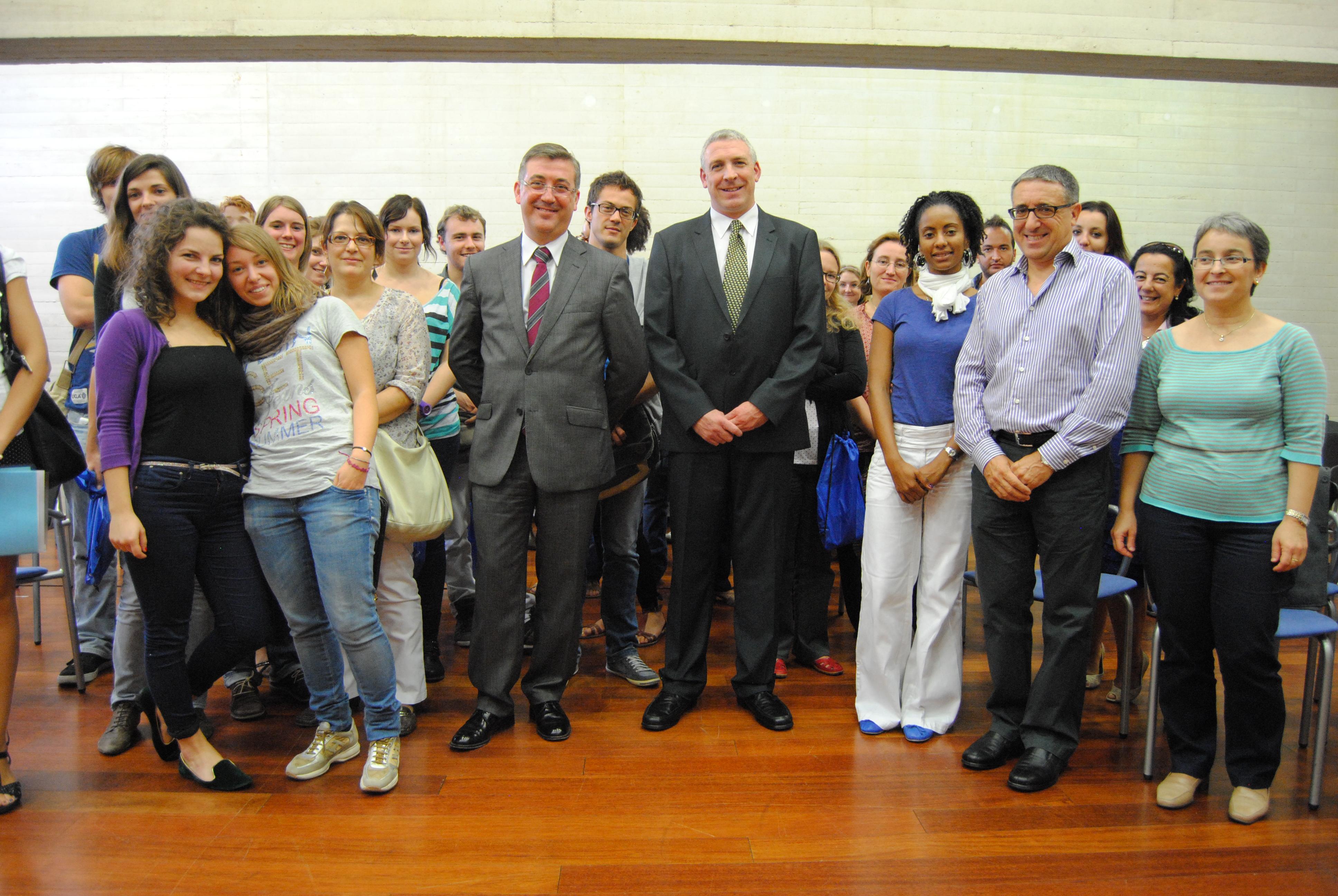 Medio centenar de profesores extranjeros van a reforzar en for Profesores en el extranjero
