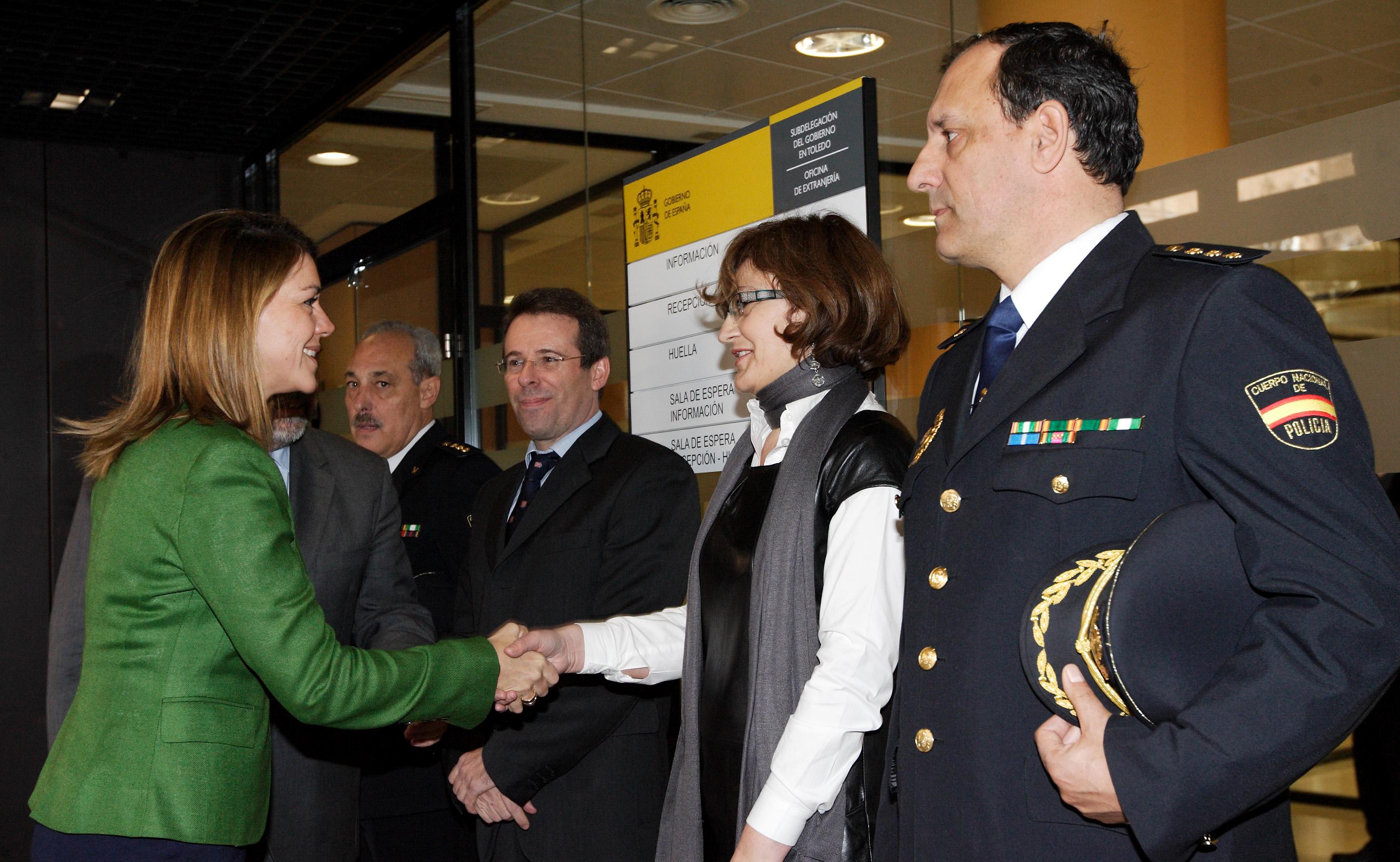 Cospedal inaugura la nueva oficina de extranjer a de for Oficina de extranjeria aluche