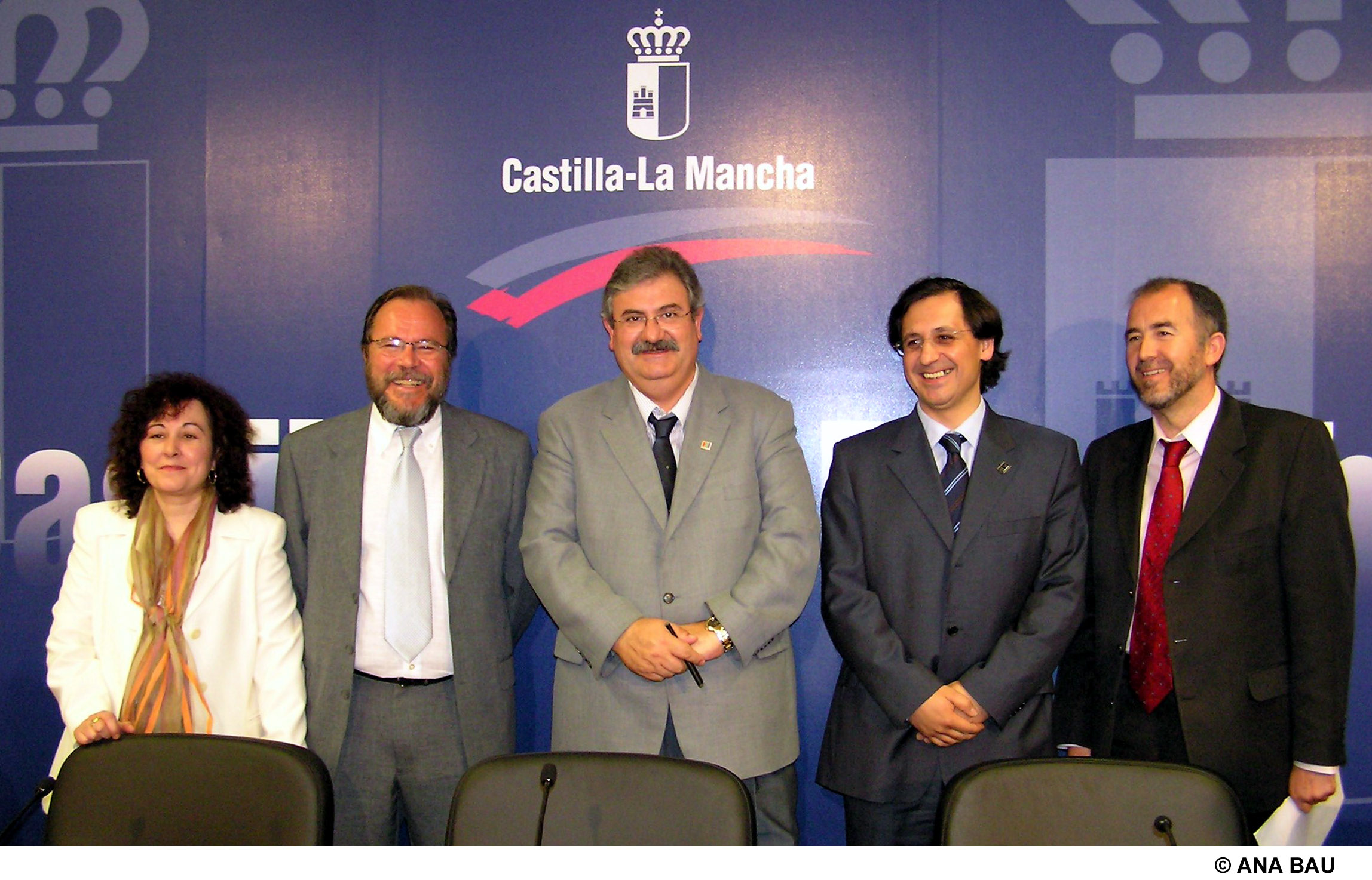 La junta financia la construcci n de las piscinas for Piscina cubierta madridejos