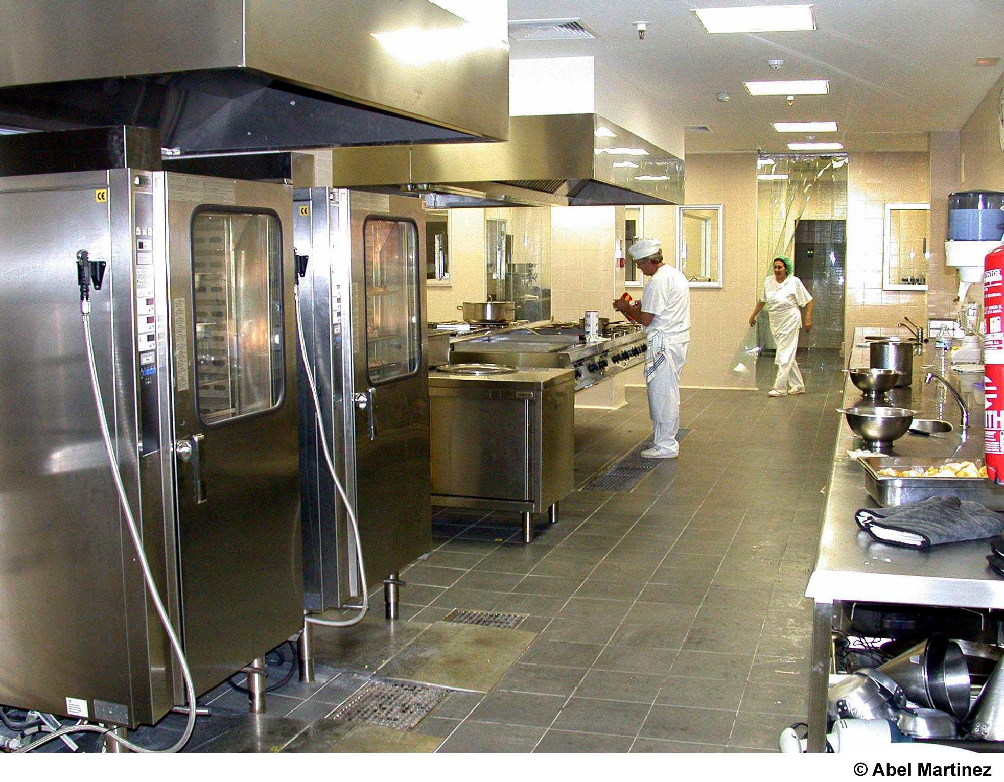 Empiezan a funcionar las nuevas cocinas del hospital for Muebles de cocina talavera de la reina