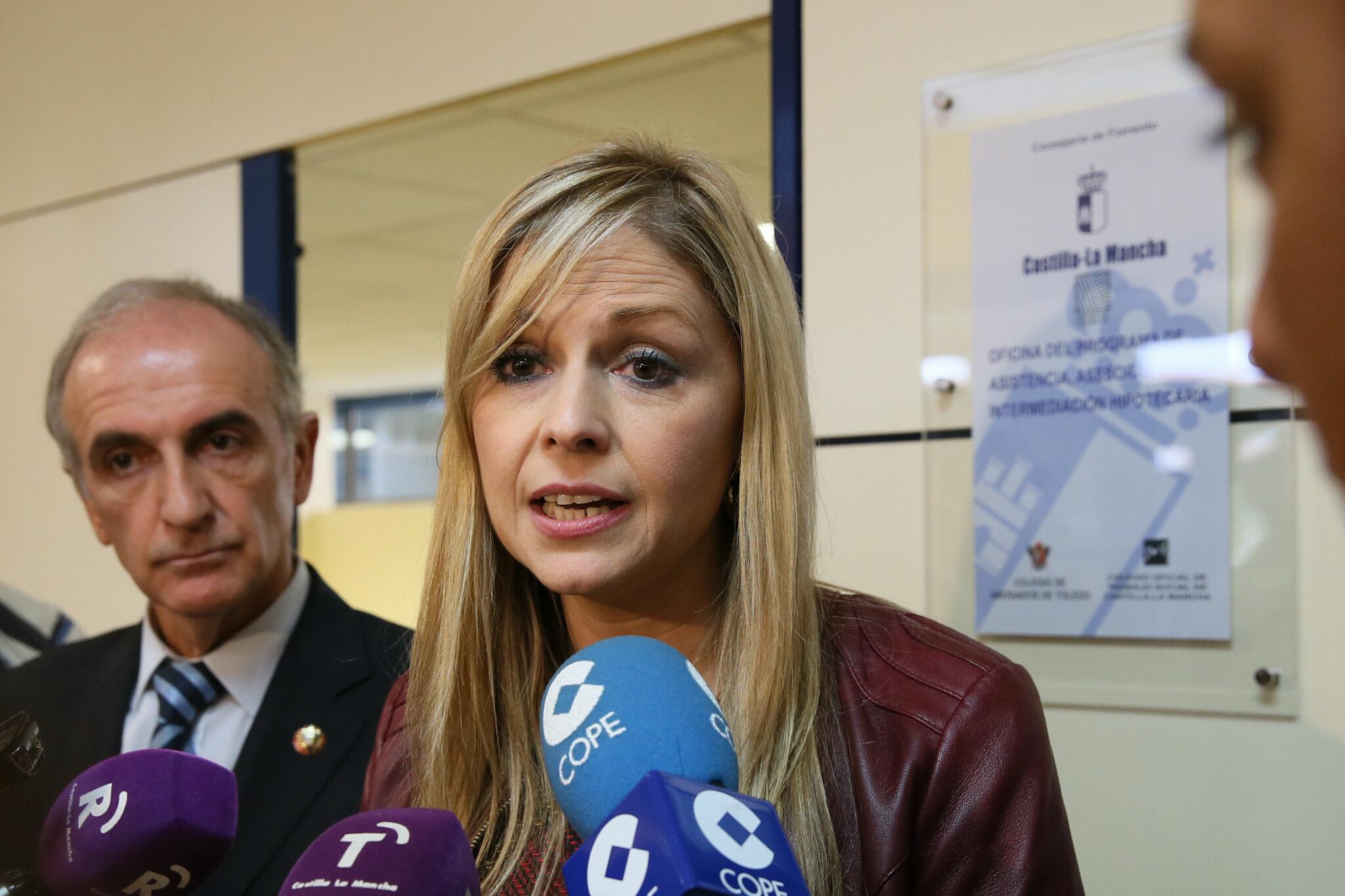 La oficina antidesahucios del gobierno regional paraliza for Oficina correos albacete
