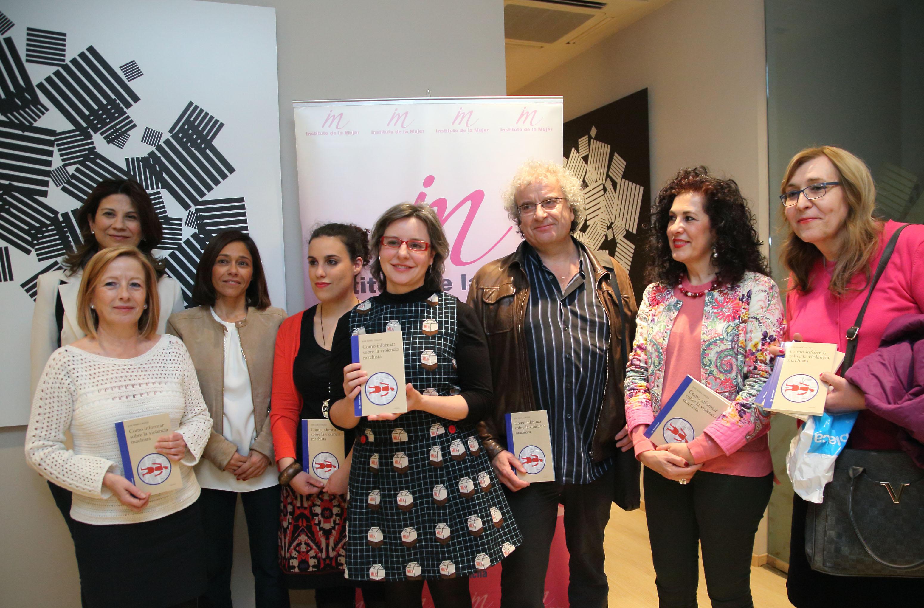 70a9965eb La directora del Instituto de la Mujer de Castilla-La Mancha, Araceli  Martínez, durante la presentación del libro 'Cómo informar sobre violencia  machista'