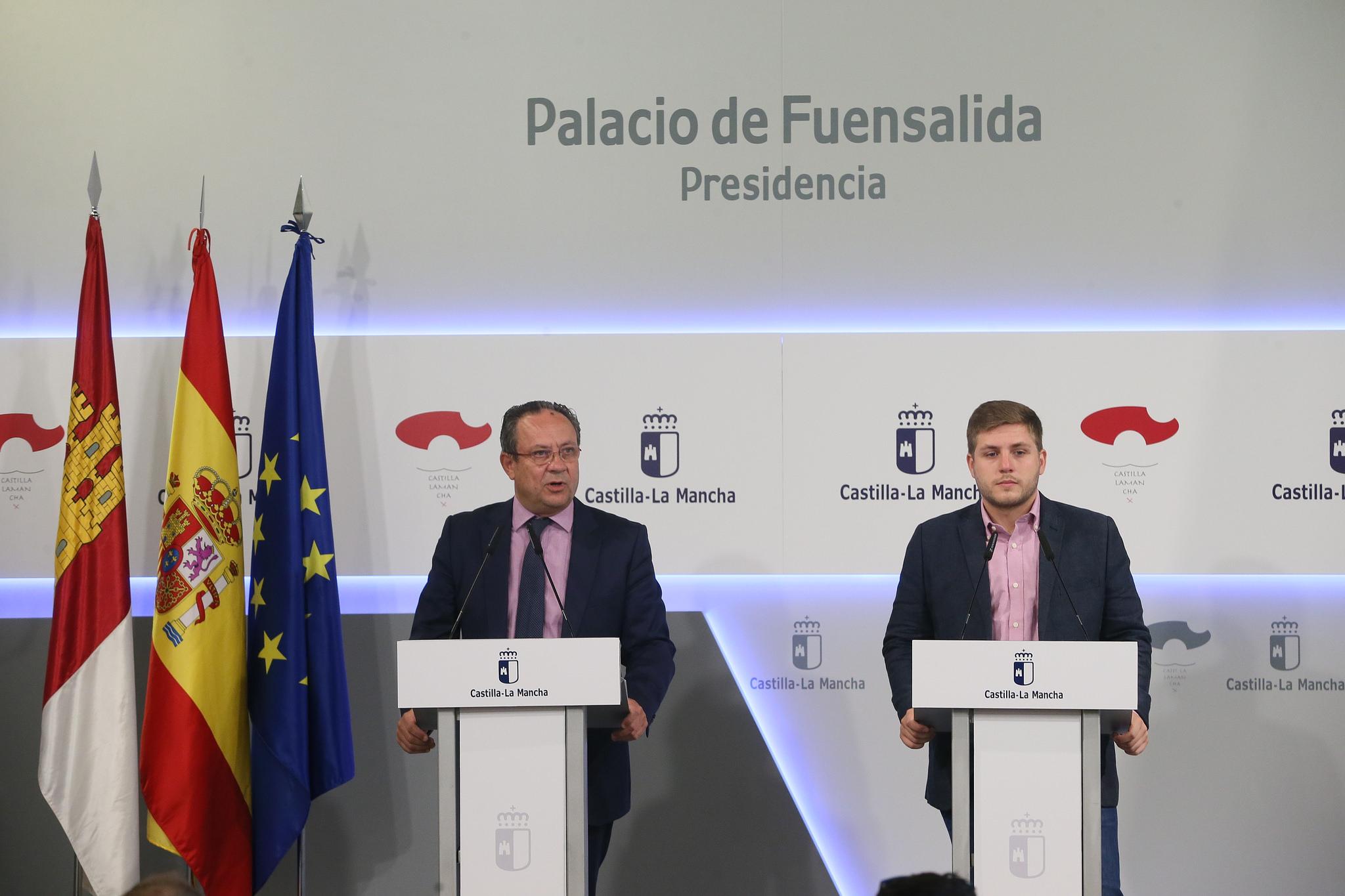 Rueda de prensa del consejero de hacienda y for Sala 0 palacio de la prensa