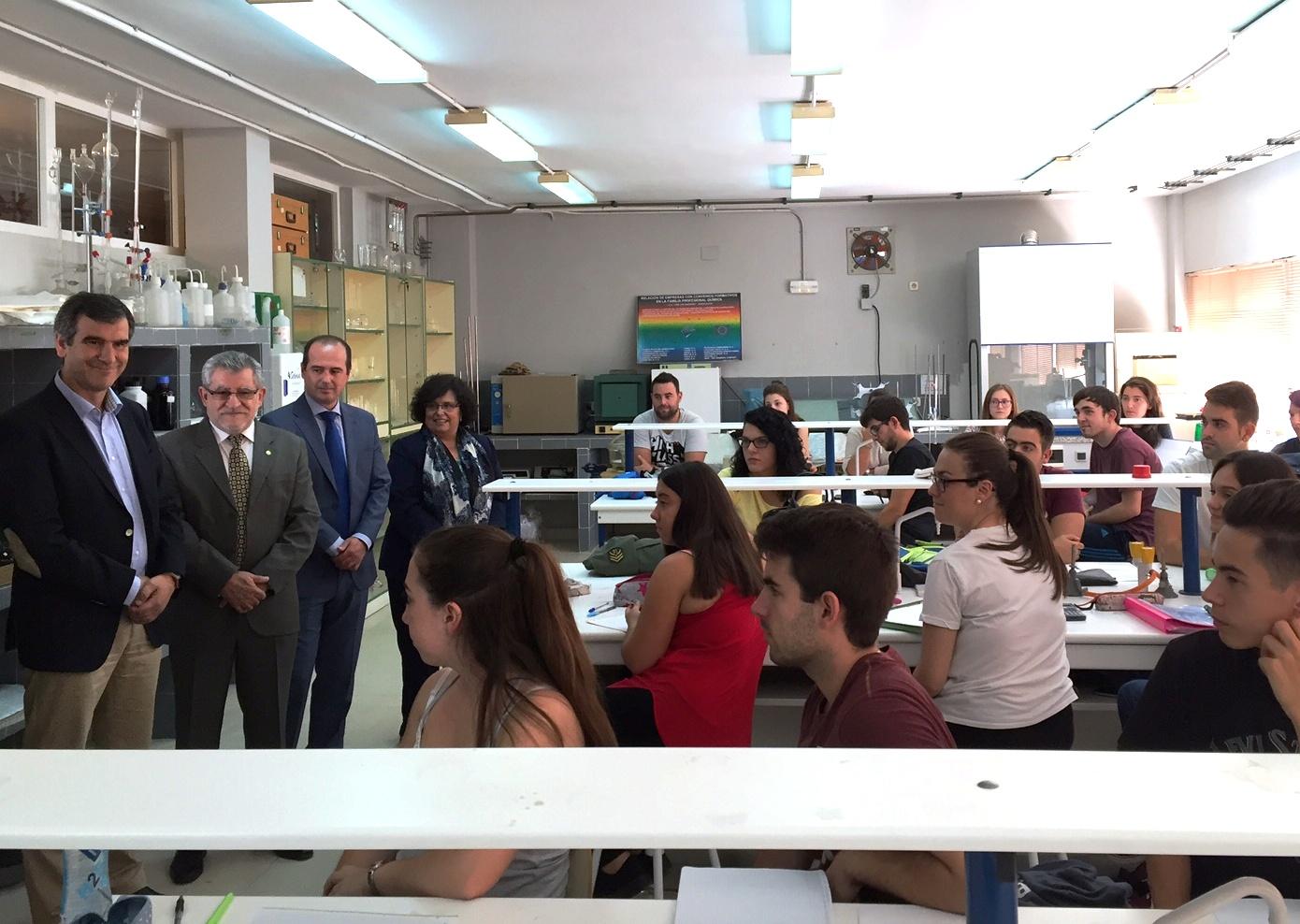 El Gobierno regional destaca y agradece el compromiso de los 75 centros educativos de la región que desarrollarán este curso 194 proyectos de FP dual