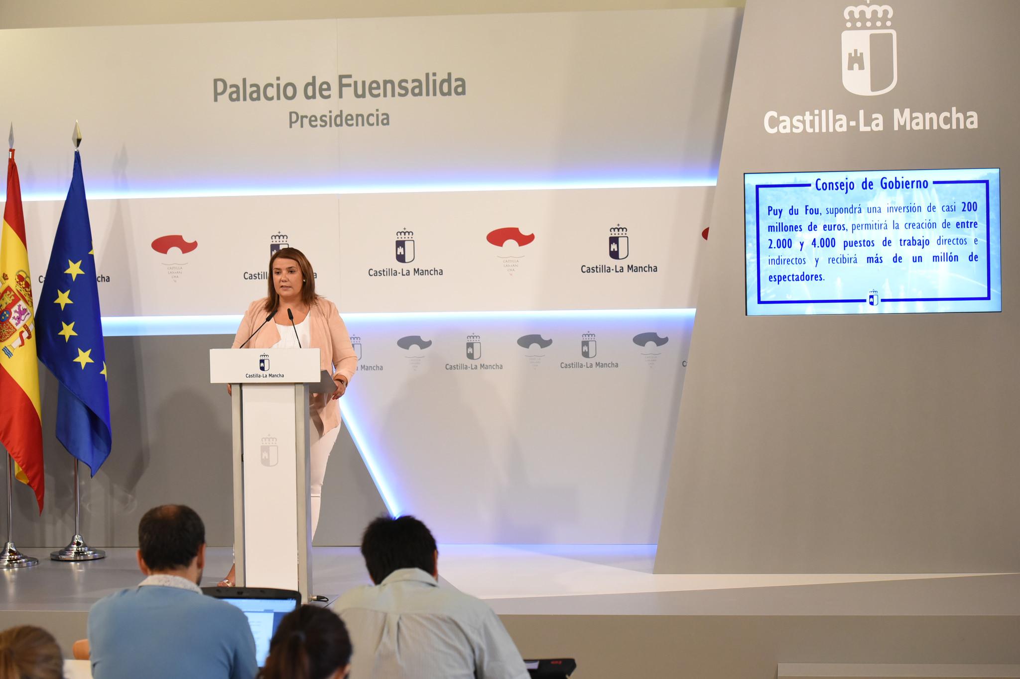 La consejera de fomento agustina garc a lez durante la for Sala 0 palacio de la prensa