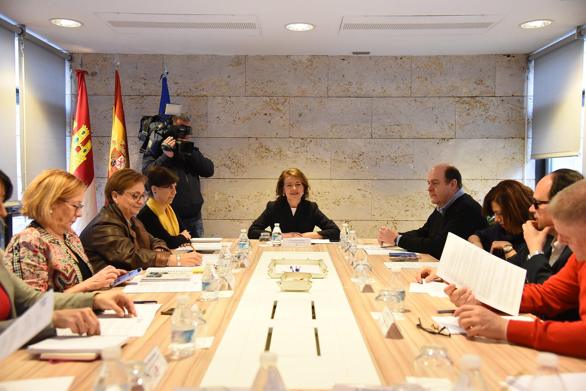 La consejera de Bienestar Social, Aurelia Sánchez, mantiene una reunión con la Mesa del Tercer Sector de Castilla-La Mancha