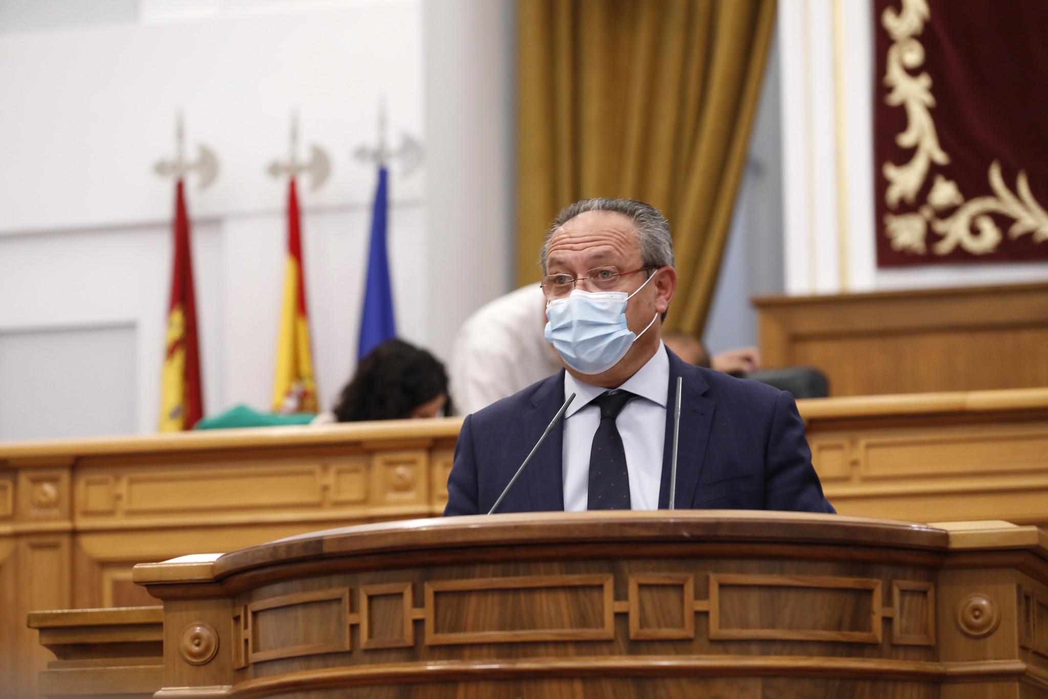 El consejero de Hacienda y Administraciones Públicas interviene en el Pleno de las Cortes