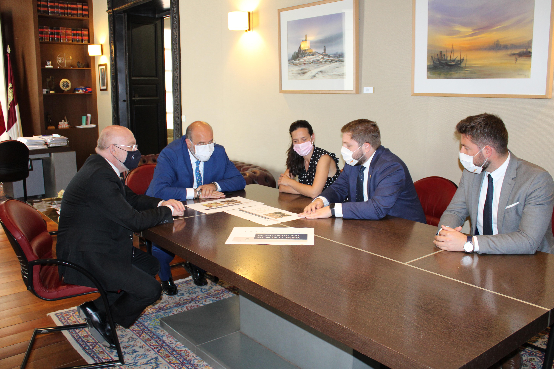 El Gobierno regional va a llevar a cabo dos actuaciones de mejora de la seguridad vial en Elche de la Sierra con una inversión de 440.000 euros