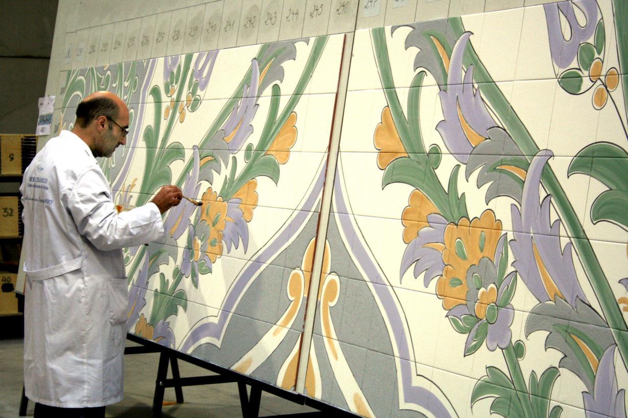 Barreda viaja a talavera de la reina para ver el mural cer mico del centro de convenciones de - Murales de ceramica ...