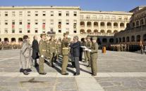 Leandro Esteban en la Academia de Infanteria de Toledo imponiendo condecoraciones