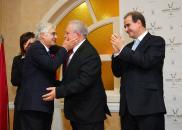 Barreda felicita a Paco, propietario del hotel Jardines Santa Isabel de Albacete