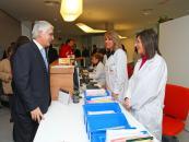 Barreda conversa con personal sanitario del Centro de Salud Nº 8 de Albacete