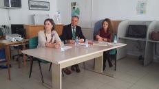 Araceli Martínez entrega diplomas de un taller de Formación para mujeres en Tarancón