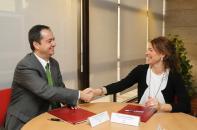 La consejera de Bienestar Social firma convenio adhesión Iberdrola Plan Pobreza Ebergética