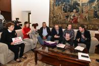 El presidente de Castilla-La Mancha, Emiliano García-Page, recibe a representantes de la plataforma de afectados del trasvase Tajo-Segura
