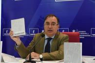 l viceconsejero de Administración Local y Coordinación Administrativa, Fernando Mora, presenta el 'Manual para Concejales y Concejalas de Castilla-La Mancha