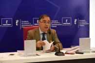 El viceconsejero de Administración Local y Coordinación Administrativa, Fernando Mora, presenta el 'Manual para Concejales y Concejalas de Castilla-La Mancha