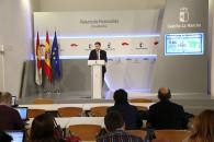 El portavoz del Gobierno regional, Nacho Hernando, durante la rueda de prensa que ha ofrecido hoy en el Palacio de Fuensalida para informar de los acuerdos del Consejo de Gobierno