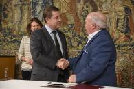 El presidente de Castilla-La Mancha, Emiliano García-Page, preside, en el Palacio de Fuensalida, el acto de entrega de nueve aulas informáticas a otros tantos centros de mayores de la región