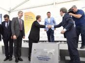 Acto de colocación de la primera piedra de la nueva planta fotovoltaica en El Carpio de Tajo (Toledo)