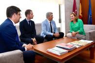La consejera de Educación, Cultura y Deportes, Rosa Ana Rodríguez, mantiene una reunión con el rector de la Universidad de Alcalá de Henares, José Vicente Sanz