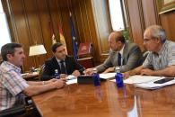 El vicepresidente del Gobierno de Castilla-La Mancha, José Luis Martínez Guijarro, durante su encuentro con el presidente de la Diputación de Cuenca, Álvaro Martínez Chana