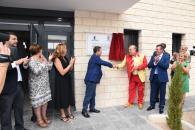 El presidente de Castilla-La Mancha, Emiliano García-Page, inaugura, en San Carlos del Valle (Ciudad Real), el nuevo pabellón polideportivo 'Manolo el del Bombo'