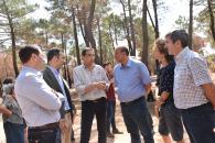 El vicepresidente del Gobierno regional, José Luis Martínez Guijarro, ha visitado visitado la zona afectada por el incendio de Barchín del Hoyo (Cuenca)