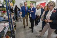 El presidente de Castilla-La Mancha, Emiliano García-Page, inicia en el stand de ASPRONA, stand número 25, una visita a las casetas sociales del Recinto Ferial de Albacete