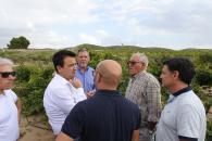 El consejero de Agricultura, Agua y Desarrollo Rural, Francisco Martínez Arroyo, visita la zona afectada por la gota fría en la provincia de Albacete. En Fuente-Álamo comprueba los daños en las parcelas junto a alcaldes y cooperativas.