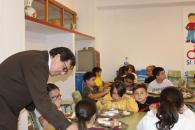 La reapertura del comedor escolar de Los Navalmorales es un ejemplo del compromiso del Gobierno regional con la recuperación social y la igualdad de oportunidades del alumnado