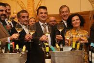 El consejero de Agricultura, Agua y Desarrollo Rural, Francisco Martínez Arroyo, preside el acto de presentación de la nueva imagen de vinos Altovela.