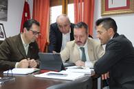 El Gobierno regional expresa su apoyo al Ayuntamiento de Yuncler para impulsar su desarrollo industrial, favoreciendo la llegada de empresas y la ampliación de aquellas que quieren crecer