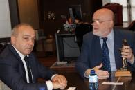 Reunión Ruiz Santos con delegación sarda en Casa Perona