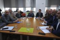 El consejero de Agricultura, Agua y Desarrollo Rural, Francisco Martínez Arroyo, mantiene una reunión de trabajo con los representantes de la Confederación Hidrográfica del Júcar