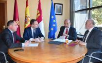 El vicepresidente de Castilla-La Mancha, José Luis Martínez Guijarro se reúne con el alcalde de Albacete, Vicente Casañ.