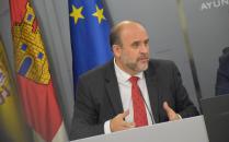 El vicepresidente de Castilla-La Mancha, José Luis Martínez Guijarro se reúne con el alcalde de Albacete, Vicente Casañ (II)