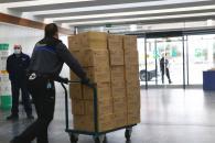El Gobierno de Castilla-La Mancha está distribuyendo hoy más de 1,3 millones de artículos de protección para los profesionales de los centros sanitarios de la comunidad autónoma