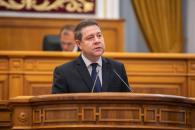 El presidente de Castilla-La Mancha, Emiliano García-Page, comparece en una sesión extraordinaria del pleno de las Cortes autonómicas