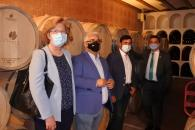 El consejero de Agricultura, Agua y Desarrollo Rural, Francisco Martínez Arroyo, visita la cooperativa vitivinícola SAT Coloman de Pedro Muñoz