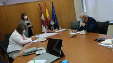 En torno a un 16 por ciento de los usuarios becados de comedor escolar de Castilla-La Mancha están haciendo uso del servicio de recogida de menú