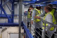 Martínez Arroyo visita las nuevas líneas de envasado de la empresa Solán de Cabras
