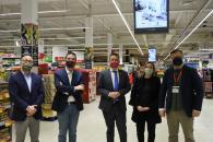 El consejero de Agricultura, Agua y Desarrollo Rural firma un convenio de colaboración con la empresa de distribución Carrefour