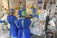 Castilla-La Mancha continúa con el descenso de hospitalizados por COVID, tanto en cama convencional como en UCIS