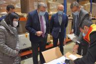 El Consejero de Sanidad recepciona las vacunas de Pfizer que se administrarán esta semana en Castilla-La Mancha