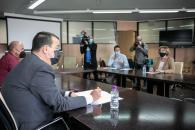 El consejero de Agricultura, Agua y Desarrollo Rural, Francisco Martínez Arroyo, mantiene, en la Consejería, una reunión con la Asociación de Municipios Ribereños de los Embalses de Entrepeñas y Buendía.