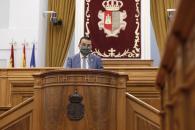 El consejero de Agricultura, Agua y Desarrollo Rural, Francisco Martínez Arroyo, interviene desde la tribuna de oradores, en el Debate General relativo a la nueva PAC y sus efectos para Castilla-La Mancha.