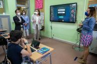El Gobierno regional destinará más de 1.200.000 euros a seguir ampliando el programa de digitalización educativa 'Carmenta' el próximo curso escolar