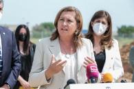 La consejera de Educación, Cultura y Deportes, Rosa Ana Rodríguez, coloca la primera piedra del nuevo IESO Número 1 de Yeles.