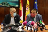 El consejero de Agricultura, Agua y Desarrollo Rural mantiene una reunión de trabajo con el presidente de la Confederación Hidrográfica del Guadalquivir
